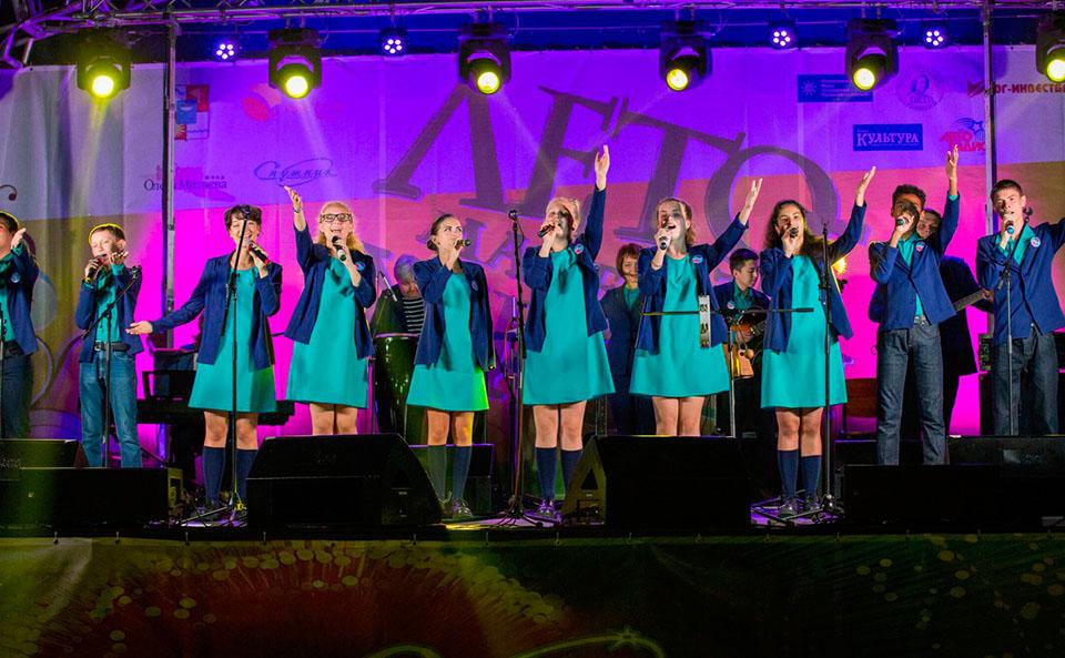 Выступление группы Мировые песни